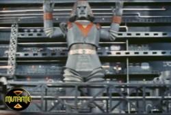 """Robô Gigante, voe!"""