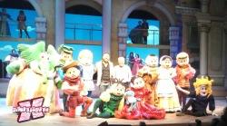 Os criadores e todo elenco reunido