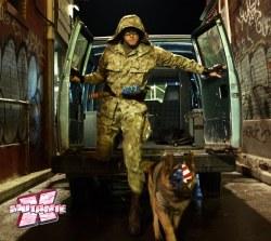 Coronel Estrelas e Listras e a cadela Eisenhower. Nenhum animal foi ferido nas filmagens.