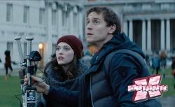 Darcy e o estagiário Ian dão o tom humorístico à trama.