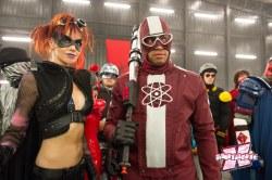 Night Bitch e Doutor Gravidade: heróis bacanas do grupo Justiça Eterna