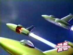 Os heróis se transformavam em foguetes