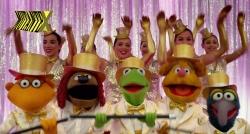 Parece um show da Broadway, mas é um show dos Muppets. Só faltou a Liza Minelli
