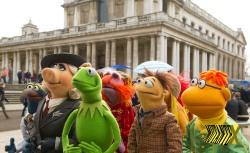 Os Muppets viajam pelo mundo todo com seu show.