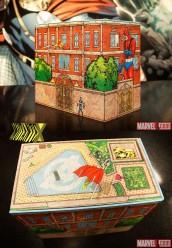 Caixa imita a Mansão dos Vingadores. Tem até o Magnum na piscina do terraço!