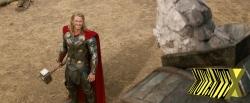 Thor olha seus amigos de baixo. Um resultado indigno, ele diria.