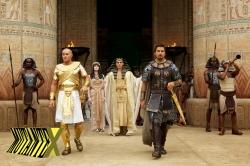 Criados como irmãos, Ramsés e Moisés se tornam inimigos.