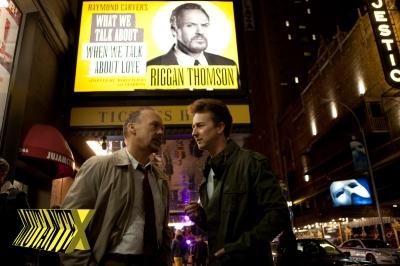 O ator e sua peça de teatro (e a imagem do Fantasma da Ópera não é por acaso, já que Riggan também é assombrado por um).