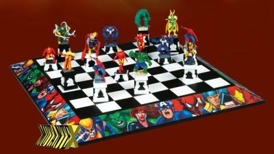 Tabuleiro exclusivo e peças com efeitos sonoros e luminosos tornam o jogo mais divertido.