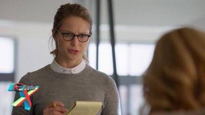 Kara passa o tempo todo sendo humilhada pela chefe.