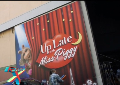 Up Late With Miss Piggy é o talk show no qual a série é focada.