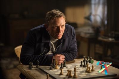 O roteiro envolve o público como num jogo de xadrez