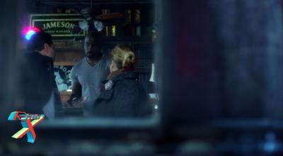 Luke Cage é um barman que vende um whisky de marca famosa. Ainda bem que o Homem-Aranha não bebe.