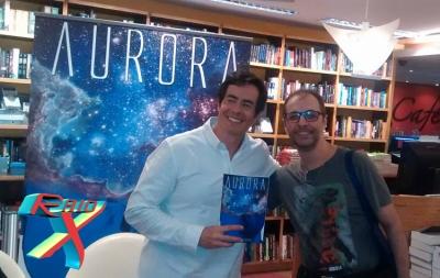 Noite de autógrafos de Aurora: Felipe e Eduardo, repórter do Raio X. Mutantes?
