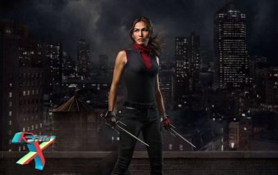 Elektra chega depois para botar mais lenha na fogueira.