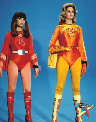 Heroínas estrearam em 1976, como uma paródia de Batman e Robin