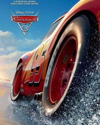 Pôster mostra carro em pista molhada. Homenagem?